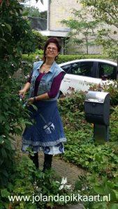 Kleurrijke schrijfcoach jouw boek als tuin