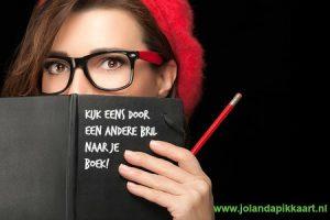 Kijk eens door een andere bril naar je boek