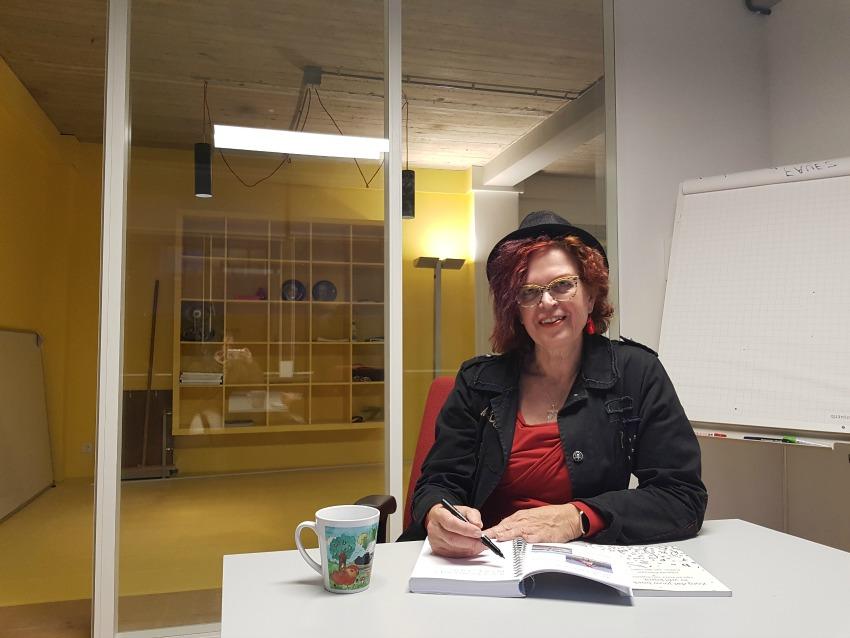 Jolanda Pikkaart - dé kleurrijke schrijfcoach