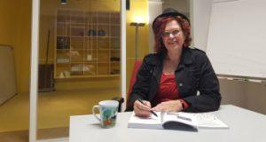 Jolanda Pikkaart in kantoor